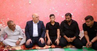 بالصور رئيس الوزراء يزور عوائل الشهداء اول ايام عيد الاضحى المبارك