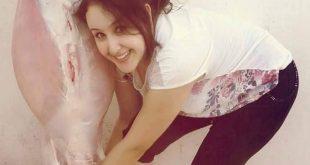 بالصور فتاة تذبح اضحية العيد