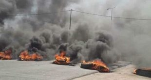 متظاهري البصرة يحرقون مقر تيار الحكمة