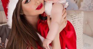 الفنانة العراقية دالي تحتفل مع ابنتها بزي كرسمس 2020