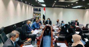 لجنة نيابية تطالب بتوزيع رواتب الموظفين بالدولار